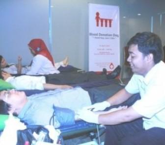 Novotel Jakarta Gajah Mada Berbagi Darah