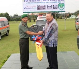 Hari Valentine Diwarnai dengan Sumbangan 5 Unit Ambulans kepada Kodam Jaya